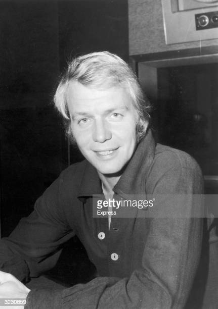 American actor and pop singer David Soul makes an appearance on Pete Murray's 'Open House' programme on Radio 2