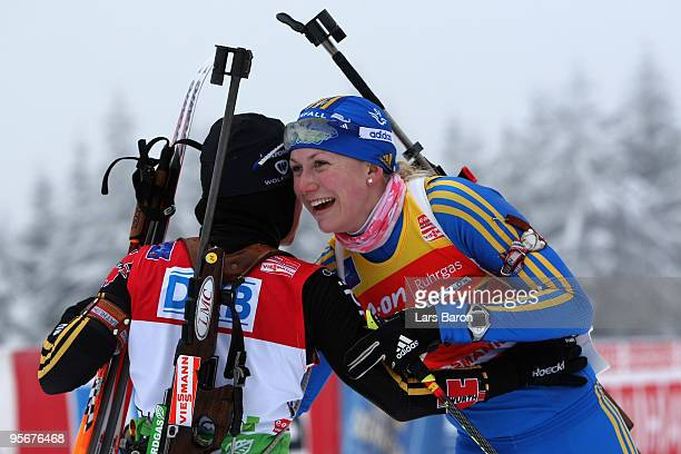 2nd placed Helena Jonsson of Sweden hugs 1st placed Andrea Henkel of Germany after the Women's 12,5 km mass start in the e.on Ruhrgas IBU Biathlon...