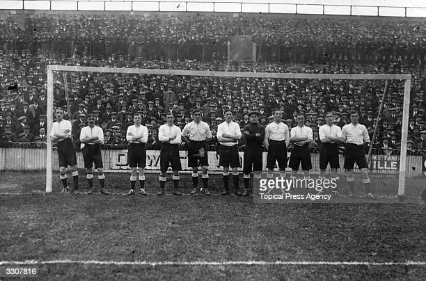 Tottenham Hotspur line up in front of the goalposts before their match against Everton