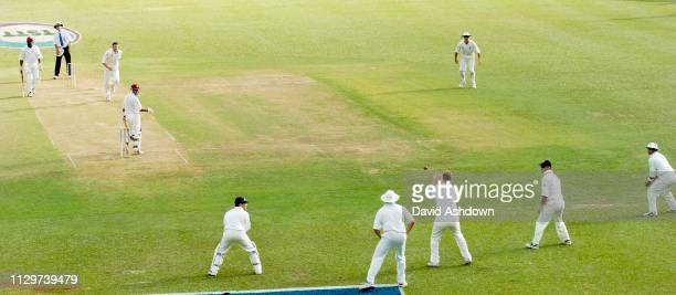 2nd TEST 1st DAY 19/3/2004 AT THE QUEENS PARK OVAL PORT OF SPAIN TRINIDAD FLINTOFF ABOUT TO TAKE THE CATCH FROM SHAWAN OFF HARMONSON.