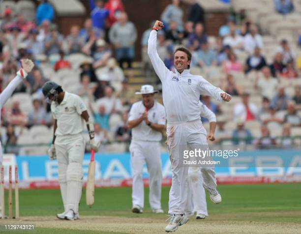 2nd TEST AT OLD TRAFFORD 2nd DAY 5/6/2010. GRAEHAM SWAN TAKES THE WICKET OF SHAHADAT HOSSAIN HIS 5TH.