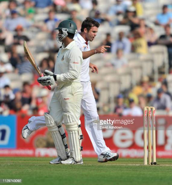 2nd TEST AT OLD TRAFFORD 2nd DAY 5/6/2010. JAMES ANDERSON TAKES THE WICKET OTAMIM.