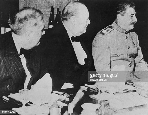 2Weltkrieg Konferenz von Teheran 2811Festtafel in der britischen Botschaftanlässlich des Geburtstags desbritischen Premierministers von linksder...