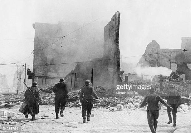 2ww campaign in the west 1005 German combat patrol in Amiens about