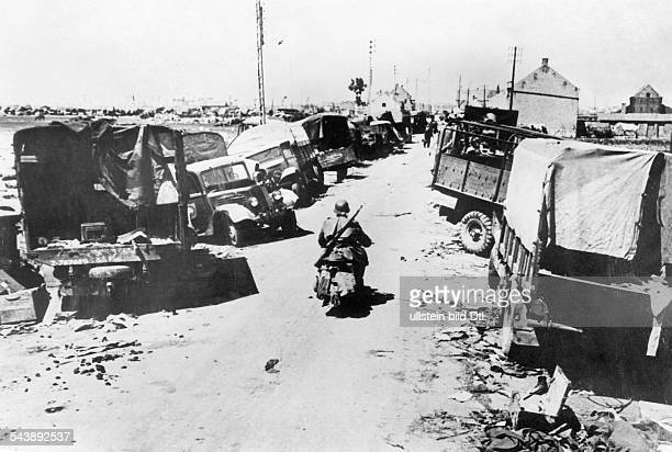 Ww: campaign in the west 10.5.-: Endless rows of military equipment left behind by the evacuated british forces in Duenkirchen.about . No further...