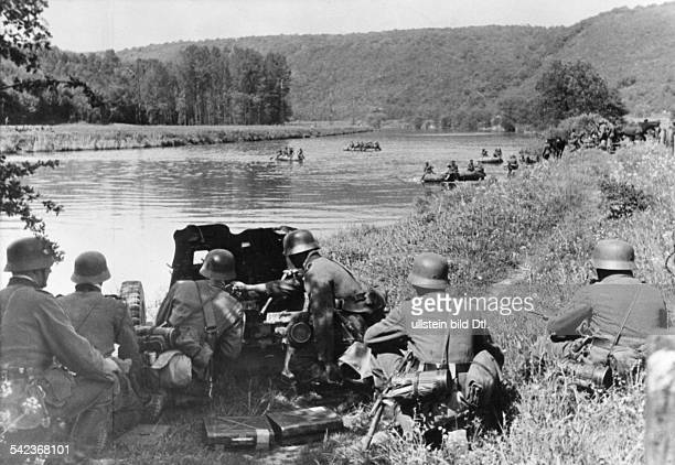 2ww campaign in the west 1940 German advance through the Ardennes near Aiglemont Crossing River Meuse under protection of an antitankgun