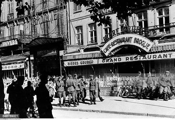 2ww france german occupation German soldiers on the Place Broglie in Strasbourg July 1940