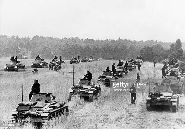 2wwcampaign in the west 1005 German tanks ready to be deployed in an aussault no further informationMay/June 1940