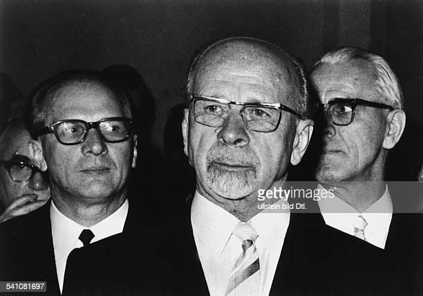 *30061893Politiker DDRmit Erich Honecker und Willi Stoph 1971