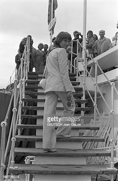 Isabelle Huppert Le 30ème Festival de Cannes se déroule du 13 au 27 mai 1977 attitude d'Isabelle HUPPERT souriante se retournant pour regarder...