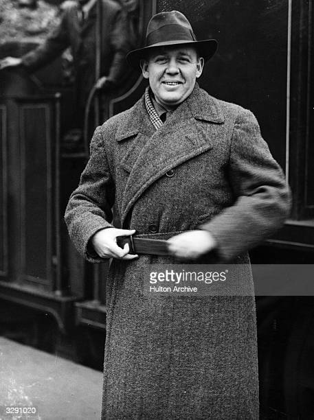 Character actor Charles Laughton about to leave for America from Waterloo station London