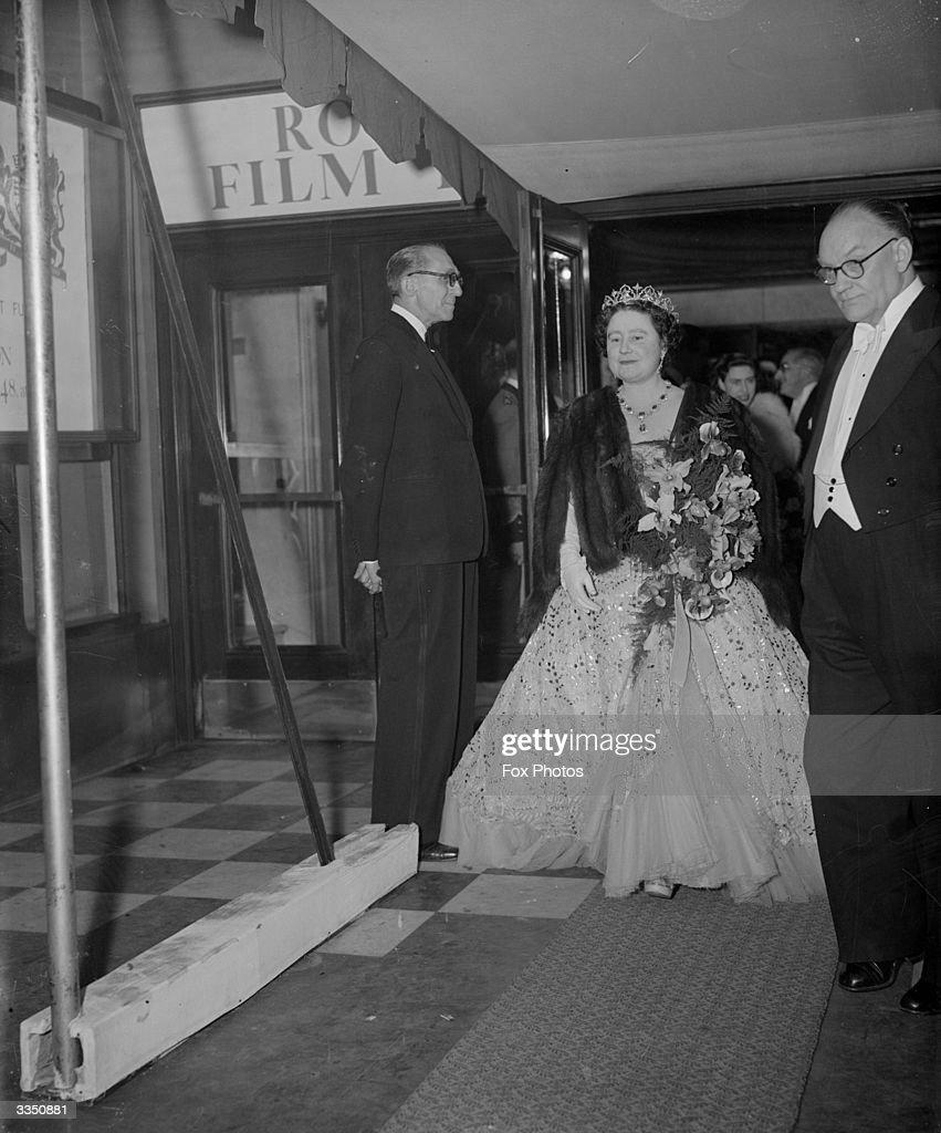 Queen Elizabeth : News Photo