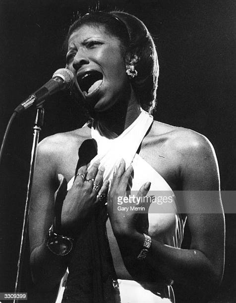 US soul singer Natalie Cole in concert at London's New Victoria Theatre