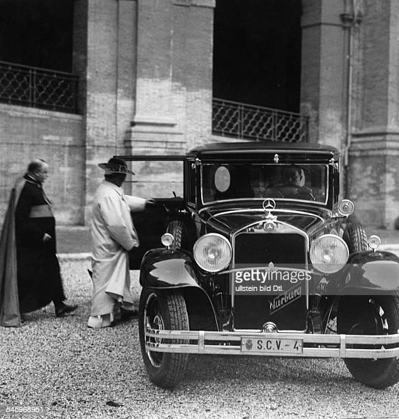 *31051857Papst Pius XI 19221939eigentl Ambroghio D Achille Ratti Italiensteigt in seinen Wagen veröff 1933