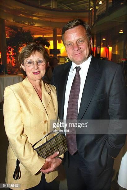 Ingenieur Manager DVorstandsvorsitzender Deutsche Bahn AGmit seiner Ehefrau Helen