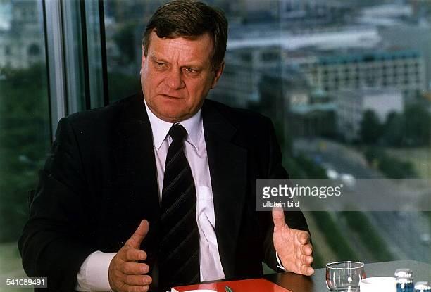 Ingenieur Manager DVorstandsvorsitzender Deutsche Bahn AGPorträt in seinem Büro im Sony Center am Potsdamer Platz in Berlin