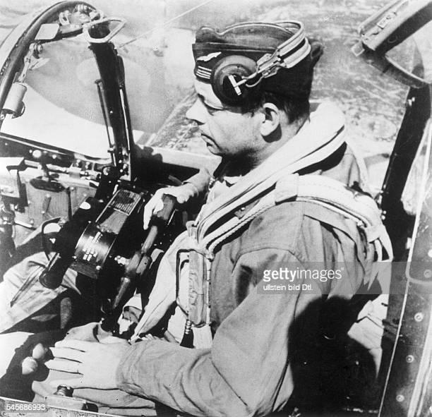 * Schriftsteller Pilot Frankreichim Flugzeug Mai 1944Foto John Philipps Ende Mai 1944 Alghero/Sizilien