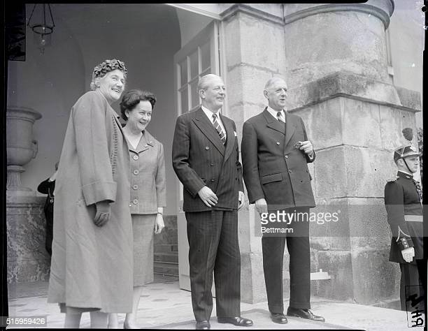 Rambouillet, France- Gathered at the entrance to Rambouillet Castle in a friendly, smiling group are : French President Charles de Gaulle; British...