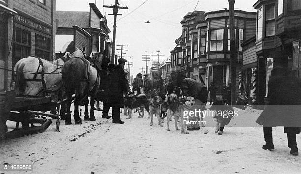 This photo shows the arrival of the first dog team driven by the famous Alaskan Musher Kasson with the antitoxin used in Nome's heroic fight against...