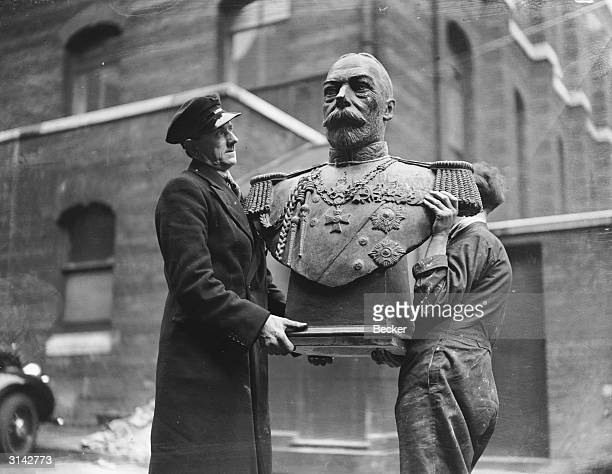 A bust of King George V by sculptor E J Doudney being carried in to the Royal Academy for consideration for the annual exhibition