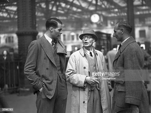 England and Essex cricketer Kenneth Farnes and England and Yorkshire cricketer Hedley Verity are greeted by Farnes' father at Waterloo Station on...