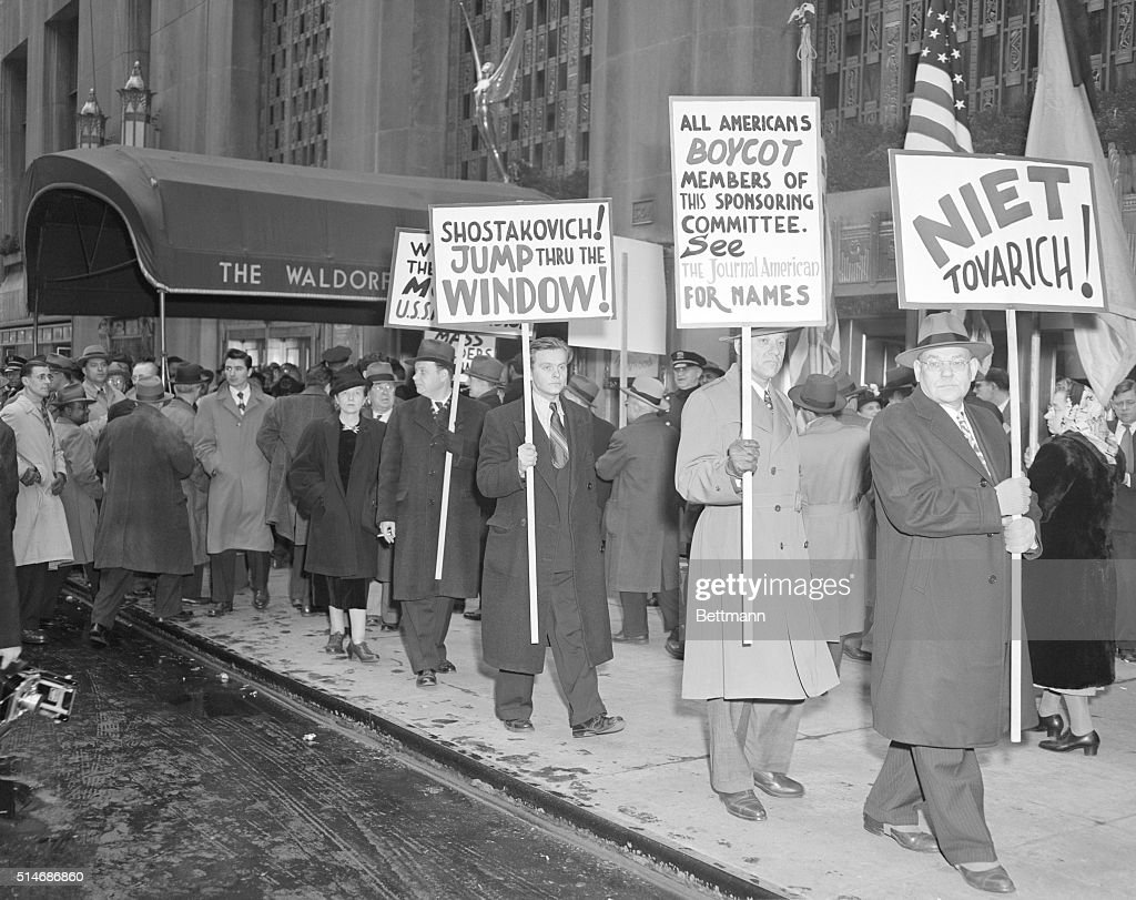 Protesters Outside the Waldorf Astoria : ニュース写真