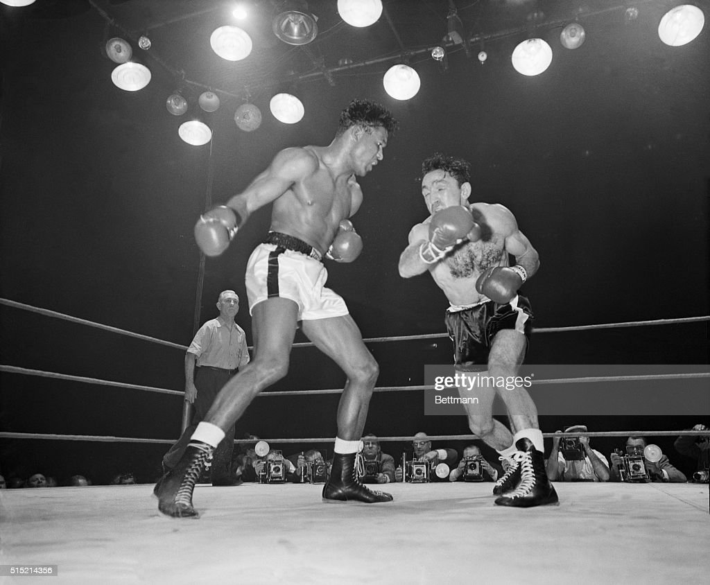 Sugar Ray Robinson and Carmen Basilio Boxing : News Photo