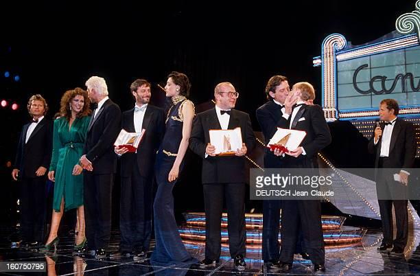 The Winners Le 39ème Festival de CANNES se déroule du 8 au 19 mai les lauréats et remettants sur scène dont de gauche à droite John SAVAGE Maruschka...