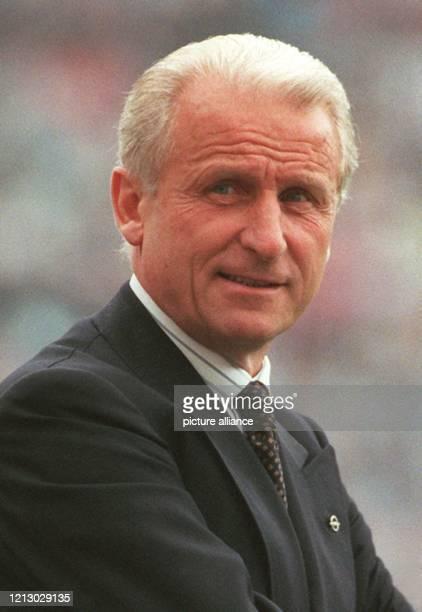 Die Stirn von Giovanni Trapattoni Trainer des FC Bayern München weist am 451997 im Münchner Olympiastadion beim StadtDerby 1860 München FC Bayern...