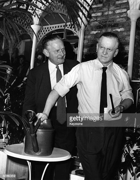 Gardening expert Percy Thrower beside a model of himself sculpted by Jean Fraser for Madame Tussaud's collection