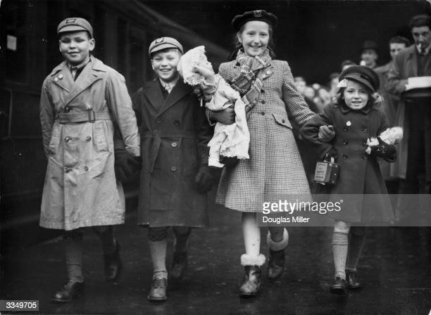 Organised by the OverSeas League 20 children emigrated to New Zealand Four of them l to r brothers William and Donald Clark Veronica Mead and Lynn...