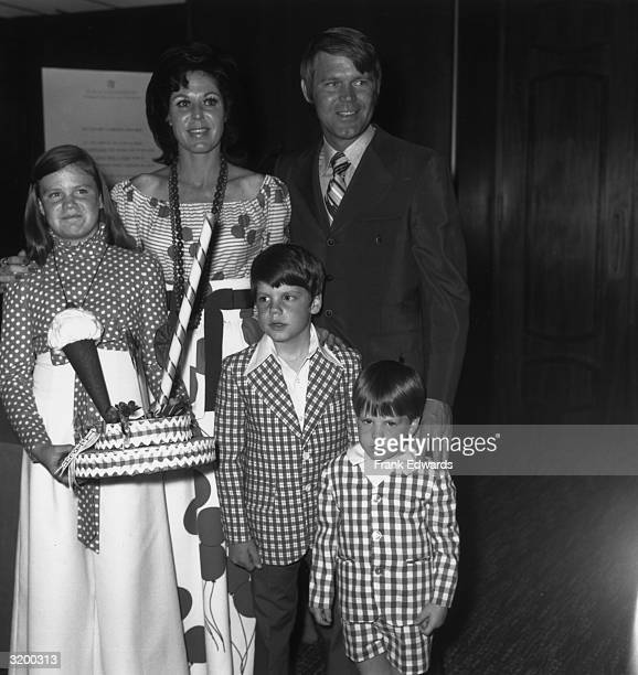 American country singer Glen Campbell stands with his wife, Billie Jean Nunkey, and their children Kelly , Travis and Kane, at the Moms and Moppets...