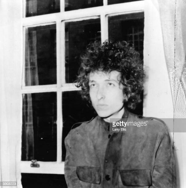 American electric folk hero Bob Dylan holding a press conference in London