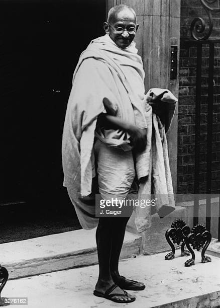 Mahatma Gandhi arriving at No 10 Downing Street, London, for a conference with Prime Minister Ramsay Macdonald.