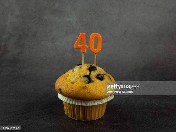 40th birthday candles in a cupcake with chocolate pieces on a dark background - 40歳の誕生日 ストックフォトと画像