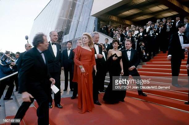 The Birthday Party Montée des marches du Palais des festivals pour Yves MONTAND avec sa compagne Carole AMIEL Catherine DENEUVE Pierre VIOT et Michel...