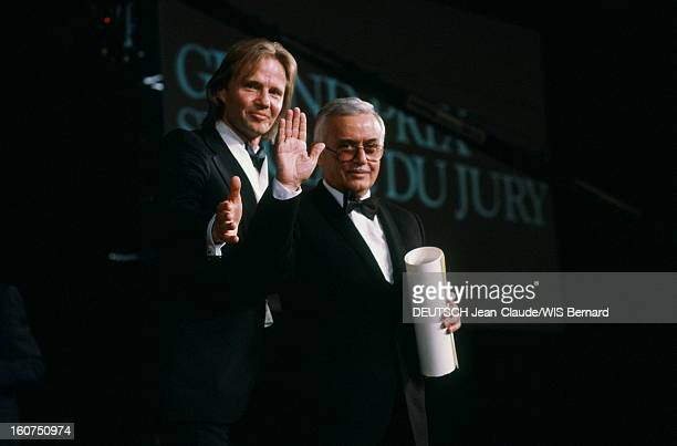 40th Cannes Film Festival 1987: The Closing Ceremony. Le 40ème Festival de CANNES se déroule du 7 au 19 mai : Jon VOIGHT aux côtés de Tengiz ABULADZE...