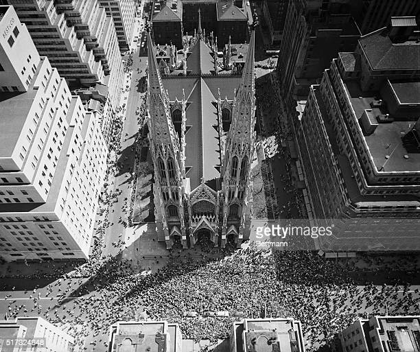 4/18/1954New York NY Vast crowd of Easter worshippers leave St Patrick's Cathedral on Easter Sunday