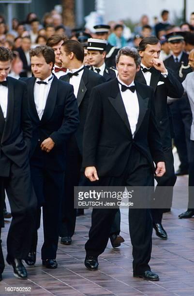 41st Cannes Film Festival 1988. Le 41ème Festival de CANNES se déroule du 11 au 23 mai : arrivée au pied des marches du palais de l'équipe du film...