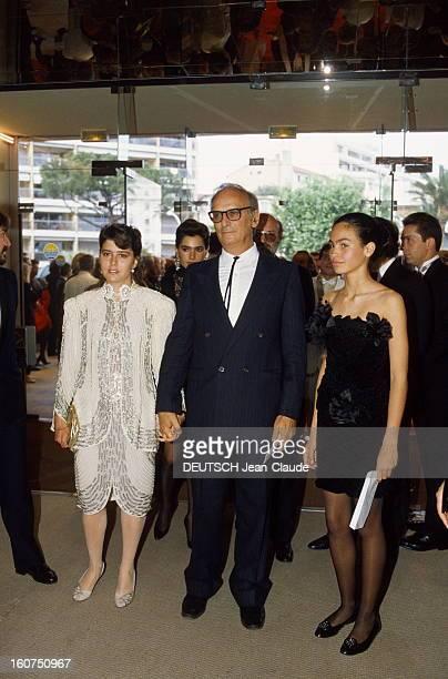 41st Cannes Film Festival 1988 Le 41ème Festival de CANNES se déroule du 11 au 23 mai arrivée au palais de Carlos SAURA entouré de Gabriela ROEL et...