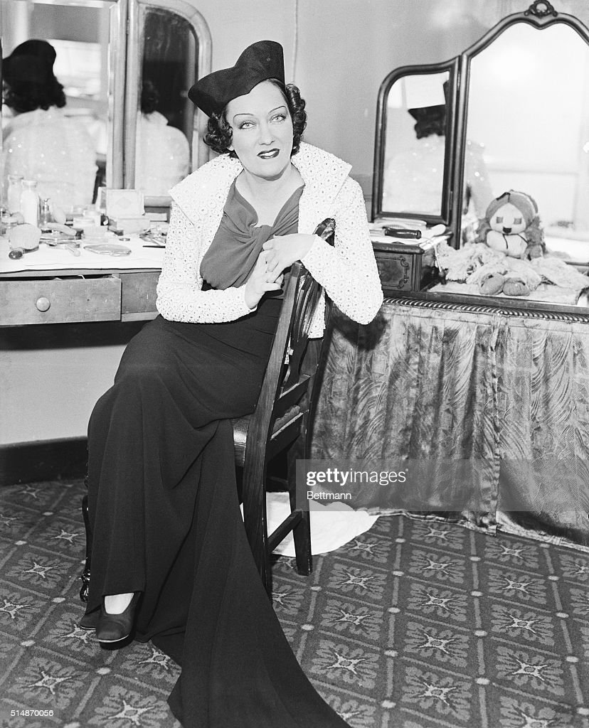 A picture made in her New York dressing room of Gloria Swanson, the glamorous screen star who is now making a personal appearance on the stage in Gotham. When told that her husband, Michael Farmer, now in Paris, had tacitly admitted they had separated, Miss Swanson seemed upset. She said that when they had separated recently, she did not know that it was for good. Mr. Farmer said if any divorce action was to be taken, it must be taken by his wife since his religion prevents his doing so.