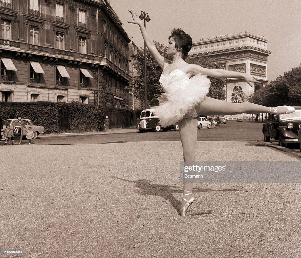 Colette Descombes Nude Photos 86