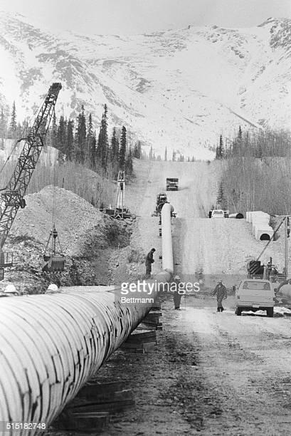 4/25/75Valdez Alaska A huge section of the 48inch oil pipeline being laid at Tonsina 40 mi north of Valdez in southern Alaska recently The 800 mi...