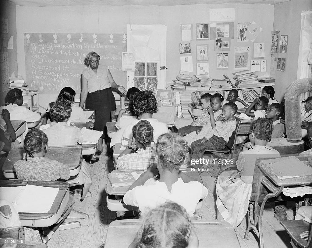 Crowded Segregated Classroom : Nachrichtenfoto