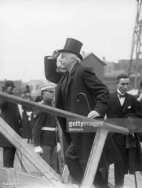 4/28/1917Washington DC Photo shows Arthur James Balfour British Secretary of State for Foreign Affairs who placed on George Washington's tomb a...