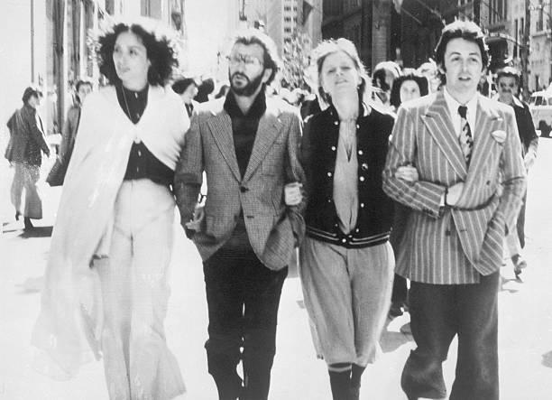 Paul Mccartney Ringo Starr With Ladies