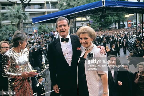 44th Cannes Film Festival 1991 Le 44ème Festival de CANNES se déroule du 9 au 20 mai 1991 arrivée souriante de Roger MOORE et son épouse Luisa