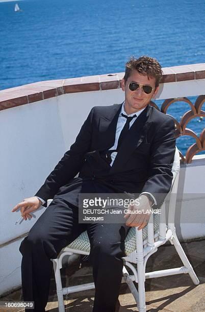 44th Cannes Film Festival 1991 Rendezvous With Sean Penn Le 44ème Festival de CANNES se déroule du 9 au 20 mai 1991 attitude souriante de Sean PENN...