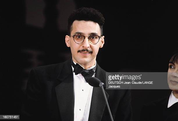 44th Cannes Film Festival 1991: The Winners. Le 44ème Festival de CANNES se déroule du 9 au 20 mai 1991 : plan de face souriant de John TURTURRO prix...