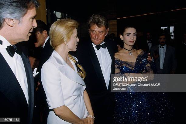 Johnny And Adeline Hallyday Le 45ème Festival de CANNES se déroule du 7 au 18 mai 1992 Johnny HALLYDAY en smoking noeud papillon et son épouse...